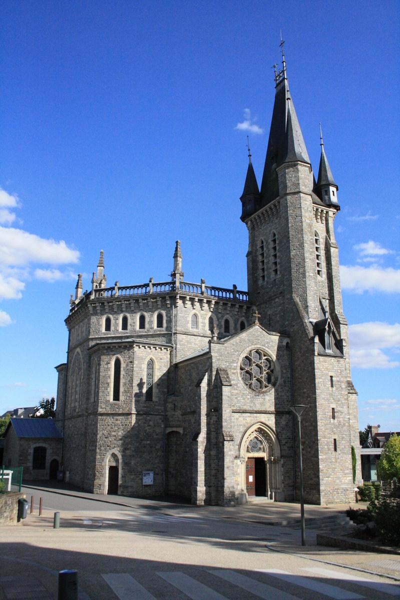 Église Saint-Pierre Châteaubourg (1)