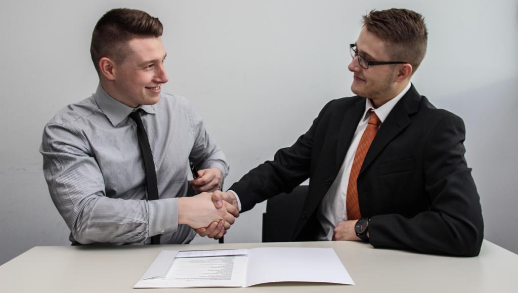 Job Interview_sebastian-herrmann_unsplash